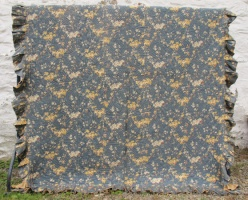 blue_and_beige_floral_quilt_res_1