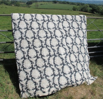 black_and_white_quilt_res_1