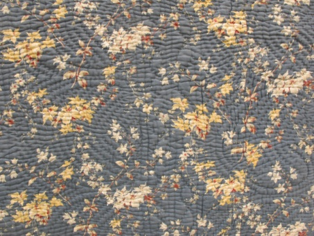 blue_and_beige_floral_quilt_res_2