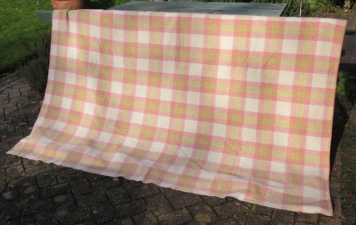 pink_cream_and_green_soft_plaid_res_1