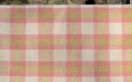 pink_cream_and_green_soft_plaid_res_2