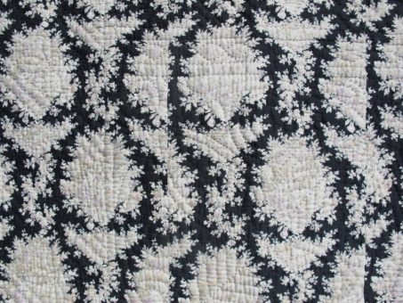 res_detail_of_pattern_on_black_and_white_quilt