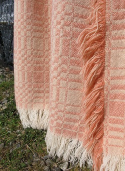 res_detail_of_pink_and_white_fringe_on_pink_tapestry