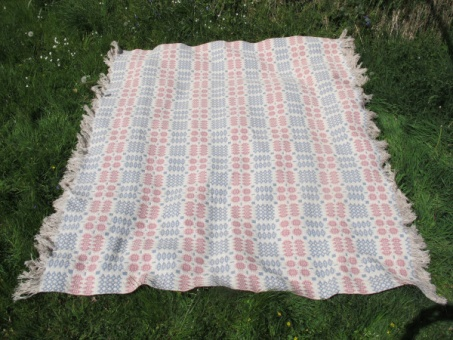 res_tapestry_blanket_on_the_grass